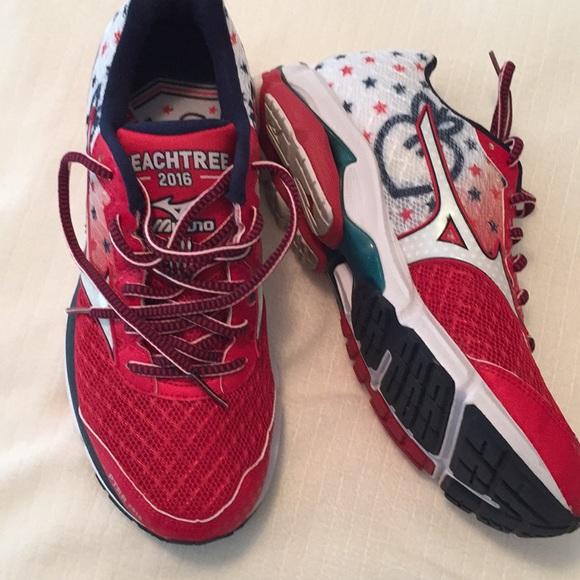 01035f191fb6 Mizuno AJC Peachtree Roadrace Running Shoes. M_5af0a665739d48aa1f2709b5